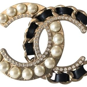 NEW 2019 Chanel Brooch Pearls and Leather